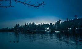 Um dia azul no lago Windermere Fotos de Stock