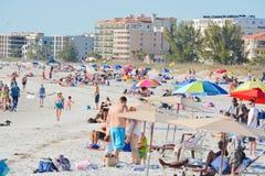 Um dia bonito na praia de Madeira no Golfo do México, Florida Fotografia de Stock Royalty Free