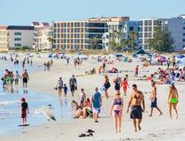 Um dia bonito na praia de Madeira no Golfo do México, Florida Fotos de Stock Royalty Free