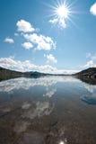 Um dia bonito nas montanhas norueguesas Fotos de Stock