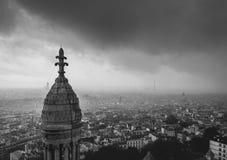 Um dia chuvoso em Paris imagem de stock