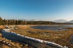 Um dia de mola bonito em Nicklheim com uma grande vista Foto de Stock