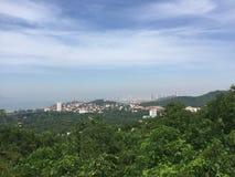 Um dia ensolarado, a cimeira da montanha de Qingdao Taiping foto de stock