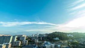 Um dia novo, nascer do sol sobre Kota Kinabalu, lapso de tempo da arquitetura da cidade 4K, ultra timelapse de HD Malásia, Ásia video estoque
