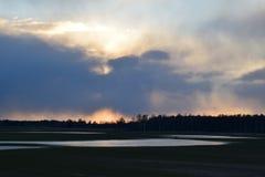 Um die Sonnenuntergangzeit lizenzfreie stockfotos