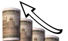 Um dinheiro que olha como um gráfico crescente com uma seta apontando ascendente que simboliza relacionamentos econômicos imagens de stock royalty free