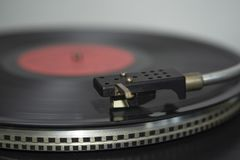Um disco da música com um jogador do recolhimento fotos de stock