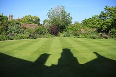 Um dos jardins no castelo de Sissinghurst em Kent em Inglaterra no verão imagens de stock