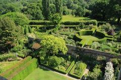 Um dos jardins no castelo de Sissinghurst em Kent em Inglaterra no verão imagens de stock royalty free