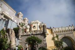 Um dos muitos vista do palácio de Pena em Sintra, Portugal fotos de stock royalty free