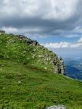 Um dos picos em montanhas de Stara Planina Fotos de Stock Royalty Free