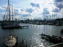 Um dos portos em Hoorn, Holanda, os Países Baixos Fotos de Stock Royalty Free