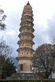 Um dos três pagodes do templo de Chongsheng perto de Dali Old Town, província de Yunnan, China Fotografia de Stock Royalty Free