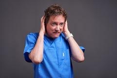 Um doutor masculino assustado Foto de Stock Royalty Free