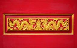 Um dragão dourado do coupple Imagens de Stock