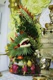 Um dragão feito por frutos Fotos de Stock