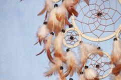Um Dreamcatcher marrom Imagens de Stock Royalty Free