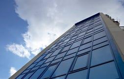 Um edifício moderno fotografia de stock royalty free