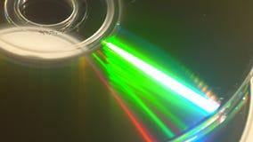 Um efeito da luz verde em um compact disc video estoque