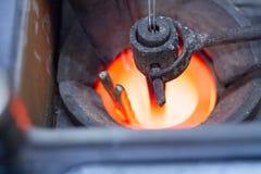 Um equipamento de derretimento de prata para a fatura feito a m?o da joia fotografia de stock