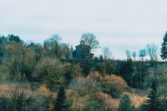 Um eremitério na distância fotografia de stock royalty free