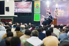 Um erudito do Shia que dá o sermão em um Majlis quando seus seguidores o ouvirem imagem de stock