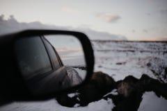 Um espelho traseiro em Islândia Imagem de Stock