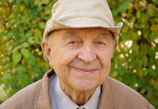 Um fazendeiro idoso imagens de stock royalty free