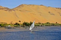 Um felucca no Nile em Aswan, Egipto Fotos de Stock Royalty Free