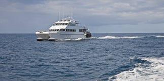 Um ferryboat da baía foto de stock