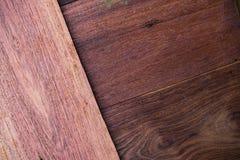 Um fim acima da seção do fundo vermelho aromático de Cedar Lumber Wooden foto de stock