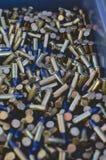 Um fim acima de uma caixa de munição completamente das balas foto de stock royalty free