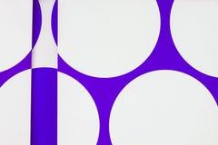 Um fim acima do papel com corte imprimiu círculos fotografia de stock