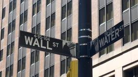 Um fim acima do tiro do sinal de Wall Street, New York filme
