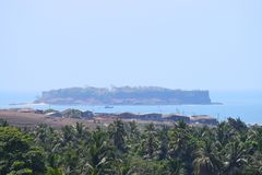 Um forte antigo velho em uma ilha no mar - forte de Suvarnadurga Imagens de Stock