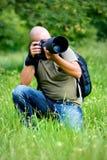 Um fotógrafo ocupado no trabalho Imagens de Stock