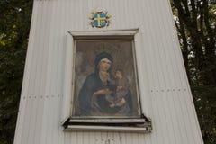 Um fragmento de um altar velho do campo na montagem St Anna no Polônia imagens de stock royalty free