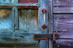 Um fragmento de uma porta de madeira velha Fotografia de Stock Royalty Free