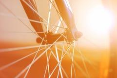 Um fragmento de uma roda de bicicleta fotografia de stock