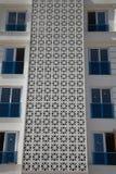 Um fragmento do prédio de apartamentos novo do multi-andar sem habitante Imagem de Stock