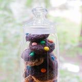 Um frasco de cookies da variedade Fotos de Stock