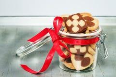 Um frasco enchido com as cookies do Natal Fotos de Stock Royalty Free