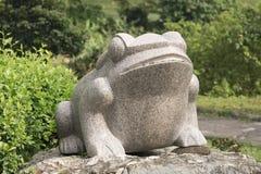 Um frogst cinzelado em um parque Fotografia de Stock