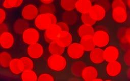 Um fundo borrado com um grupo de círculos vermelhos das lâmpadas leves foto de stock royalty free