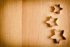 Um fundo de madeira com estrelas bonitas Apropriado para a decoração de um feriado Foto de Stock