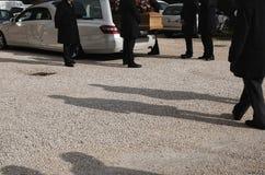 Um funeral em andamento foto de stock