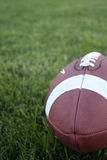 Um futebol na grama Imagens de Stock
