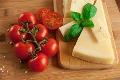 Um galho do tomate vermelho fresco Foto de Stock