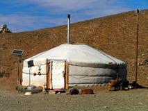 Um ger moderno no deserto de Gobi fotografia de stock royalty free