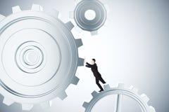Um Geschäft zu machen bearbeiten Sie Konzept mit spinnenden Gängen des Geschäftsmannes Lizenzfreies Stockfoto